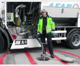 Aircraft refuelling: MannTek sampling unit in hydrant system