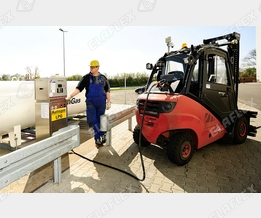 Forklift refuelling with LPG (L.P. Gas, Autogas)